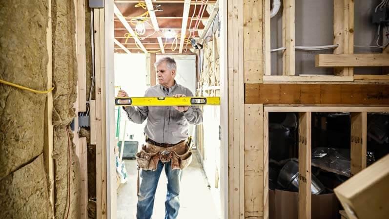 تراز کردن و استقرار عمودی درب - نصب درب