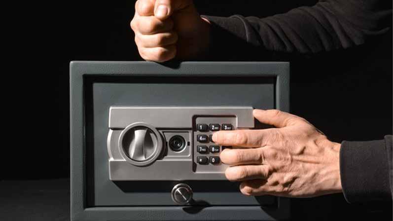۱. از اشیا ارزشمند محافظت میکند.-سیستم امنیتی منزل