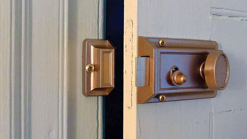 نوع دربی که بر روی آن نصب میشود-خرید قفل درب