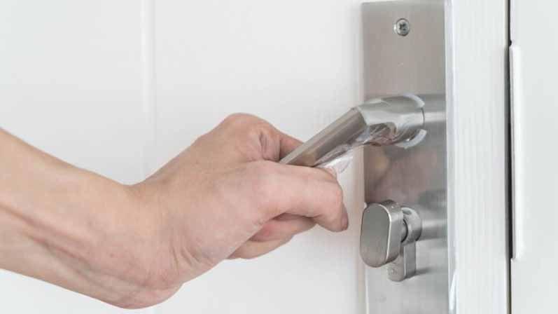 ۱. امنیت دربهای منزل را افزایش دهید.-امنیت منزل