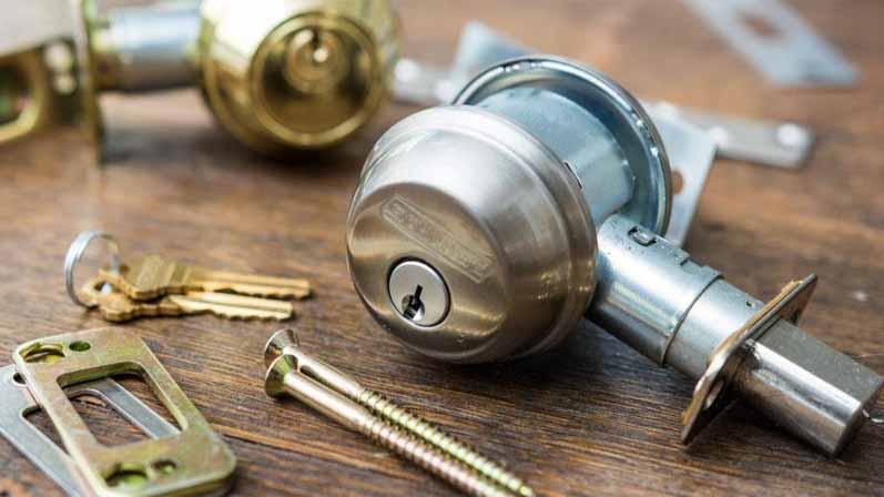 ۲. بهترین برند قفل درب کدام است؟-خرید قفل درب