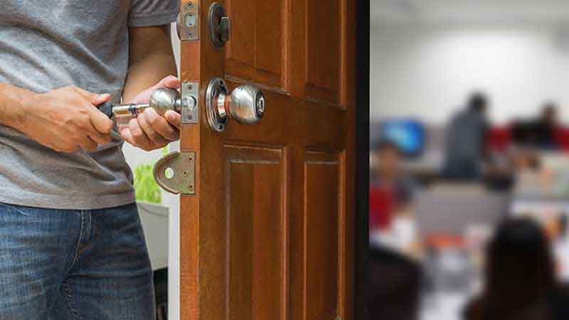 7 روش حرفه ای برای باز کردن درب به زبان ساده!
