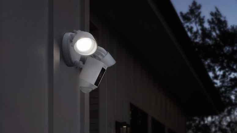 ۱۱. چراغ سنسور حرکت بیرون از منزل نصب کنید-افزایش امنیت درب آپارتمان