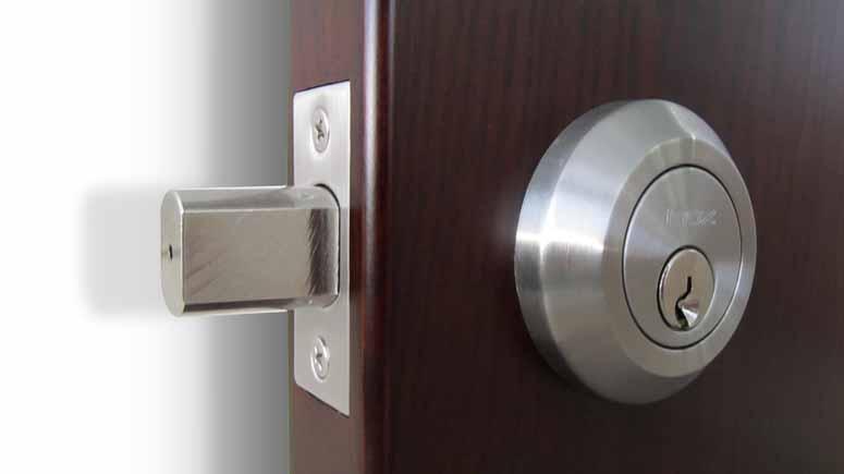2. قفل ضد سرقت خود را ایمنتر یا تعویض کنید-افزایش امنیت درب آپارتمان